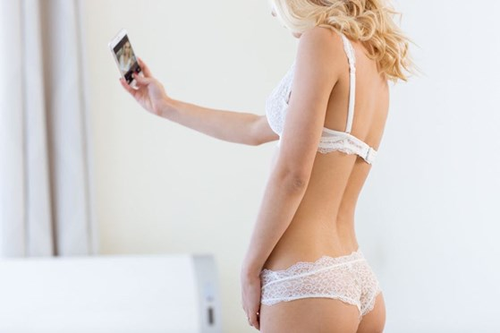 5 Great Reasons to Share a Sexy Selfie