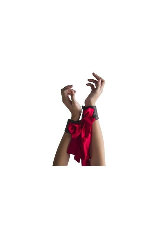 Liberator Papillon Cuff Set - A versatile cuff set made from luxurious silk