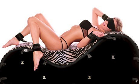 Liberator Black Label Esse - A luxurious chaise with dual headrests