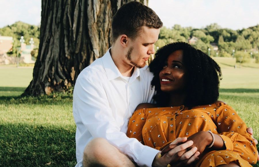 shanique-wrigh-unsplash-couple-under-tree