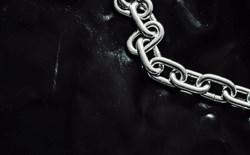 Kinksters sonny-ravesteijn-chain-unsplash